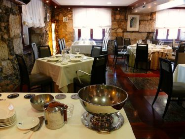 Salón principal de restaurante Lasal.