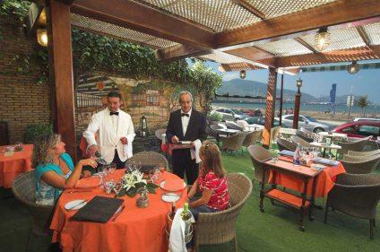 Comedor exterior del restaurante Los Tamarises (foto tomada de lostamarises.com