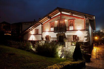 El caserío Iraragori alberga Hotel y el restaurante Petit Komité