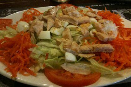 Ensalada de pollo (f: cuchillo)