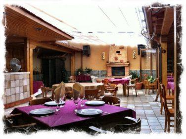 Hasta chimenea tiene el comedor de La Alegría (foto: Uve)