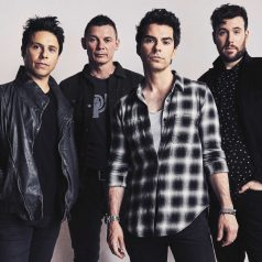 Stereophonics. 'Carrot cake and wine'