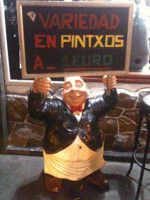 Uve, nuestra colaboradora estrella, nos remite esta imagen del olentzero sentado sobre el mismísimo mercado de La Bretxa, en Donostia.