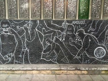 Detalle de la fachada del bar-restaurante Ambigú, de Bilbao (foto: cuchillo)