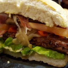 Gure Etxea. La mejor hamburguesa de L.A.