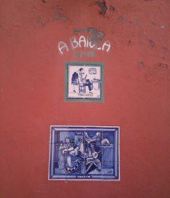 Detalle de la fachada de la taberna lisboeta A Baiuca (foto: Igor Cubillo)