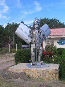 Este robot da la bienvenida al bar Boca do Río (foto: igor cubillo)