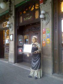 Acceso al Café Iruña de Pamplona (foto: El Burrito Sabanero