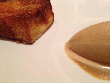 Torrija y helado, cara a cara en Guggenheim Bistro (foto: Cuchillo)