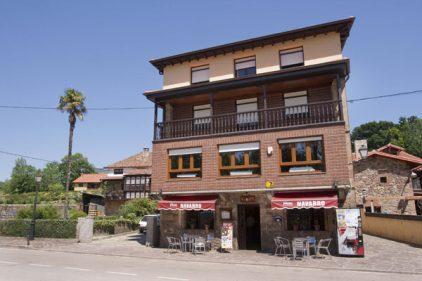 Fachada (y más) de Casa Navarro (foto: El Diario Montañés)