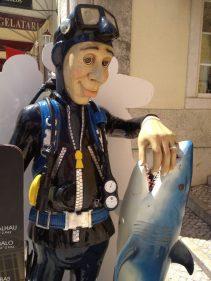 El buceador-pescador que sirve de reclamo a A Taverna (foto: cuchillo)