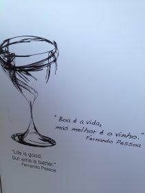La sabiduría de Fernando Pessoa embellece una fachada (foto: cuchillo)