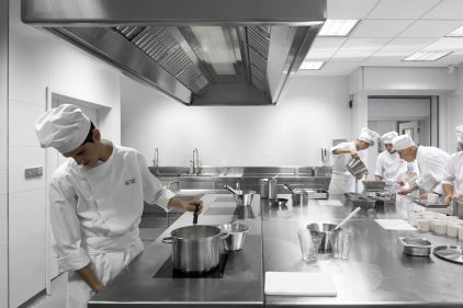 ¿Una escena de 'Matrix'? Qué va, la impoluta cocina del Basque Culinary Center.