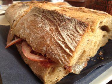 Versión no crocante del bocata de jamón del Loreto (foto: Cuchillo)