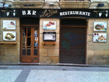 Fachada de bar-restaurante La Viña, en Donostia (foto: Cuchillo)