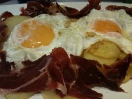 Huevos rotos, sin romper, de Sancta Sanctorum (foto: Cuchillo)
