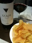 Vino y patatas (foto: Cuchillo)