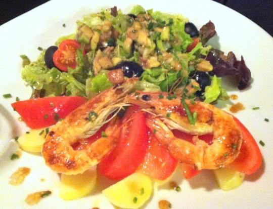 Ensalada de tomate y langostino, de Ágape (foto: María Mora)