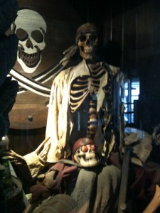 Las tres calaveras de Silver's Tavern (f: Cuchillo)