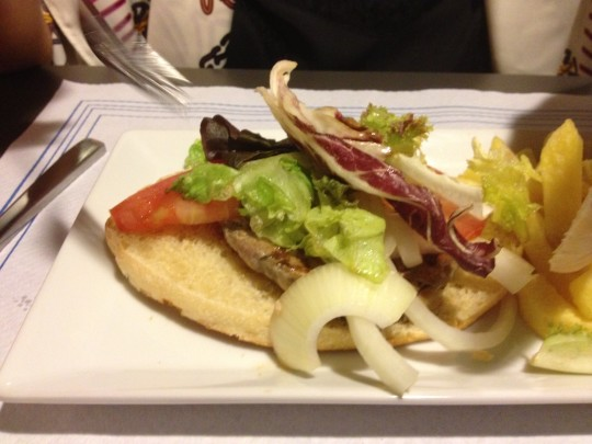 Carniceria Aramburu hamburguesa lost in pan. - foto dicky del hoyo