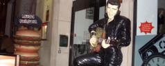 Bienvenidos a Music Burguer Avenida (Lisboa). Elvis Presley es el portero