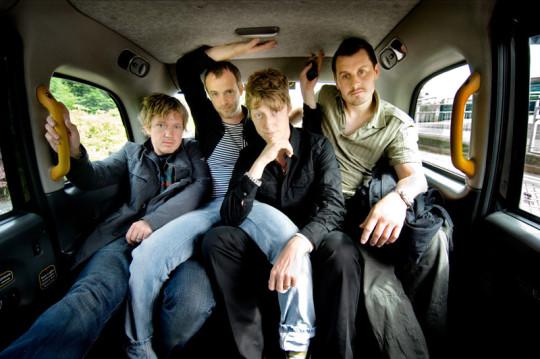 Los miembros de Travis, en clásica pose en asiento trasero.