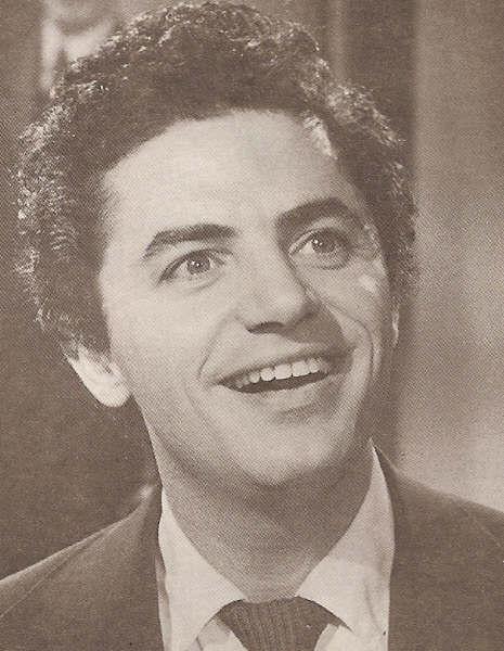 Antonio Molina, el Sinatra Hispano, no da crédito de haber sido elegido para el momento musical de Lo Que Coma Don Manuel