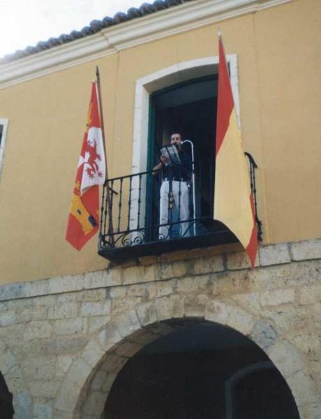 Dicky en el balcón, qué emoción