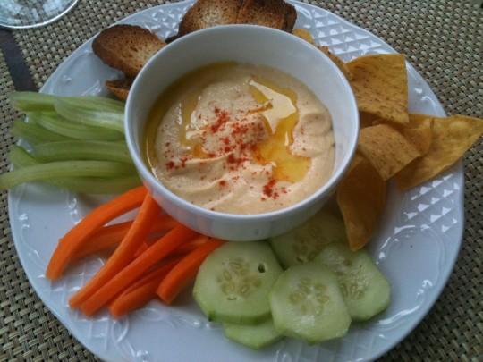 Hummus, bien bueno, de Botanika Kafe. Foto> Cuchillo