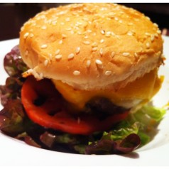 Holly Burger (Donostia). Odiosas comparaciones