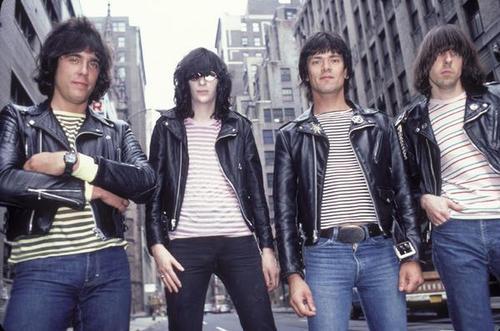 Los Ramones y su look neoyorkino.