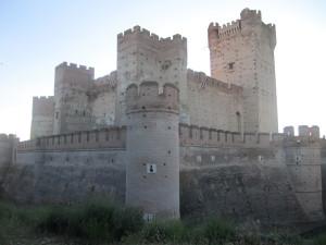 Imponente, el castillo de la Mota.
