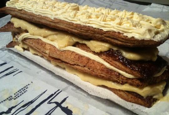 Su majestad, la ciclópea tarta de Adarraga (foto: Cuchillo)