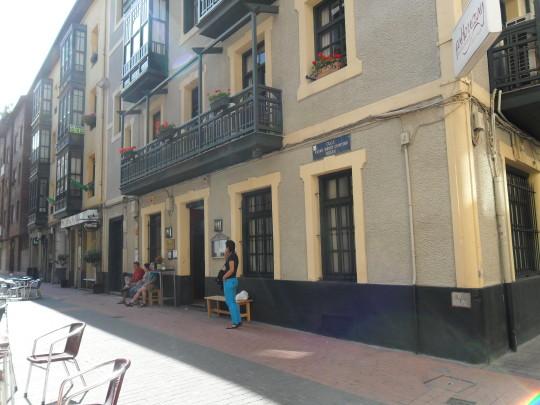 Austera fachada de Pablo Urzay (foto: Mr. Duck)