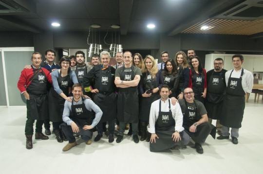 Foto de familia de 21st Century Cook, en Txoko Nekasu (foto: Iñigo Merino)