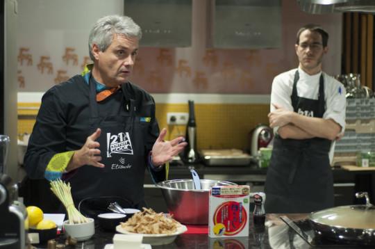 Fernando Canales y Paul Ibarra, su jefe de I+D, en el Txoko Nekasu (foto: Iñigo Merino)