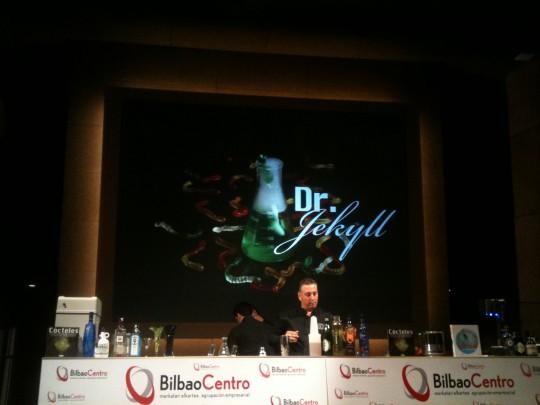 Patxi Troitiño, de Stick Cocktails, durante su ponencia en Gin Show Bilbao (foto: Cuchillo)