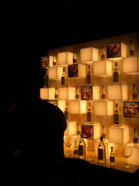 Panel trasero del stand de Seagram's (foto: Cuchillo)