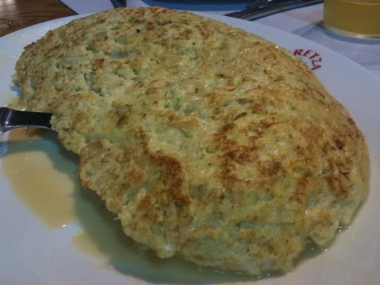 La tortilla de bacalao, lo mejor en Iretza Sagardotegia (foto: Cuchillo)