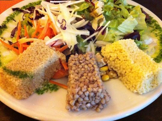 Cereales integrales con ensalada de germinados, en Tedone (foto: Cuchillo)