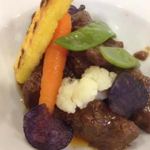 Carnes de Potro con verduras y pan de maiz, foto de Dicky