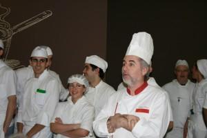 Jaime Llano Díaz y los alumnos cocineros, foto Escuela Hostelería de Leioa