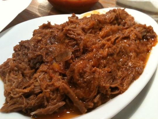 Media de carne cocida con tomate, en Bodega Donostiarra (foto: Cuchillo)