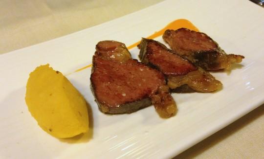 Kobe con parmentine de mostaza, en Etxanobe (foto: María Mora)