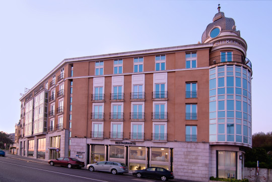 Fachada del hotel Silken Rio, que alberga el restaurante Marea Alta (foto: Silken Rio)