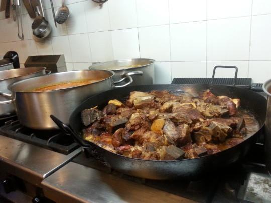 Así se guisa en Casa Brandariz, da gusto (foto: Araceli Viqueira)