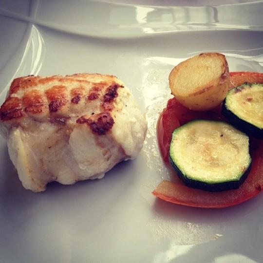Olas de #placer #rape con pure de #sidra y verduras a la #brasa #pixin #llanes #asturias la hacienda de llanes