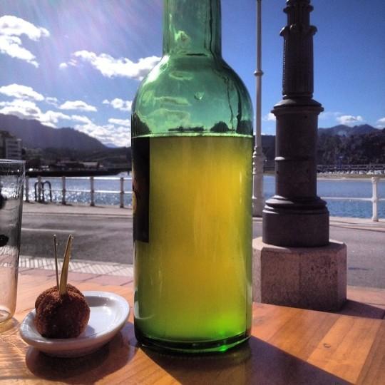Una #sidra y dos #croquetas y un poco de #sol #asturias #ribadesella
