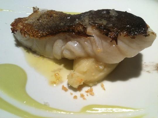 Bacalao con emulsión de perejil y patata limón (foto: Cuchillo)