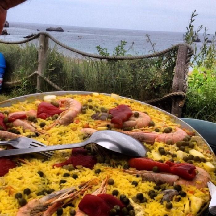 Y con esta #paella de #marisco en el #chringuito de la #playa de #Toranda damos por inaugurado este #agosto #sunnyside #asturias #beach #llanes. Chringuito de la playa de Toranda